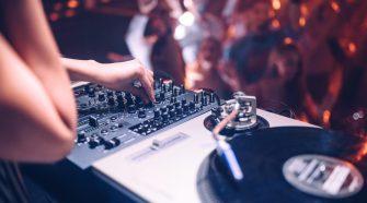Une DJ
