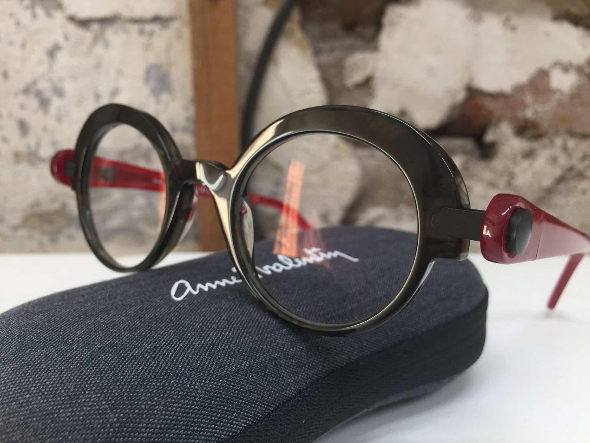 be8a4d2891086a Malgrè les années, les lunettes Anne et Valentin ont toujours autant ...